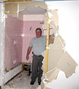 Mat demoling bathroom